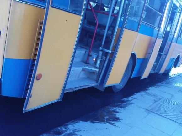 Netvarka važiuojamojoje dalyje ties Kražių autobuso stotele.