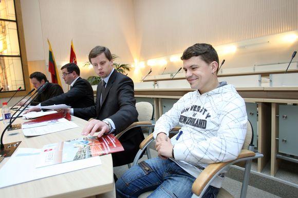 Oficialų čempionato himną sukūrusio Deivio (dešinėje) tėvas yra vienos pajėgiausių Lietuvos bėgikių L.Grinčikaitės treneris.
