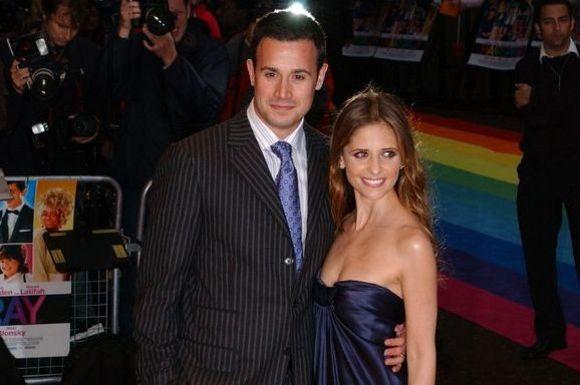 Scanpix nuotr./Sarah Michelle Gellar su vyru Freddie Prinze
