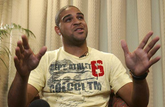 Adriano sudrebino futbolo pasaulį nuspręsdamas sustabdyti savo karjerą.