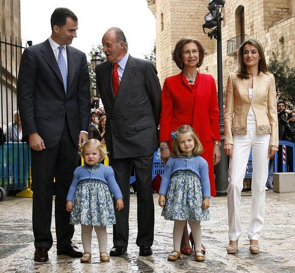 Karališkoji Ispanijos šeima fotografuojasi prieš šv. Velykų mišias.