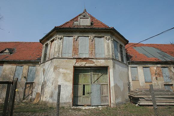 Senąjį skerdyklos pastatą ketinama paversti didžiuliu sporto klubu.