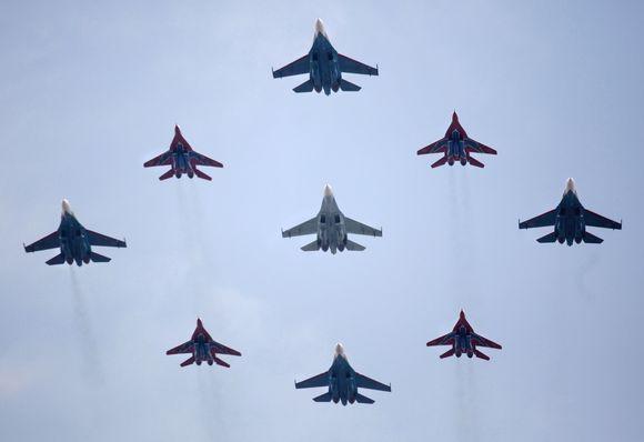 """Naikintuvai """"Su-27"""" ir """"MIG-29"""""""