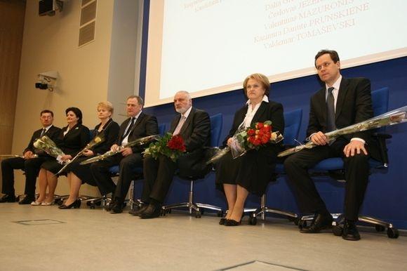 Kandidatai į šalies prezidentus