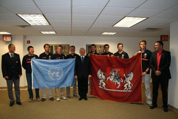 Odisėjos įgulos nariams Lietuvos misijos iniciatyva buvo suorganizuota įspūdinga ekskursija po Jungtinių Tautų rūmus.