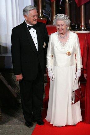 Andriaus Ufarto/BFL nuotr./Lietuvos Respublikos prezidentas Valdas Adamkus ir Jungtinės Karalystės karalienė Elizabeth II.