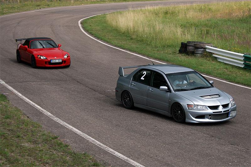 S2000 ir  EVO VIII lenktyniauja