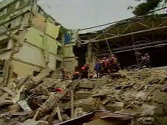 Sekmadienio rytą griuvo visi penki pastato aukštai.
