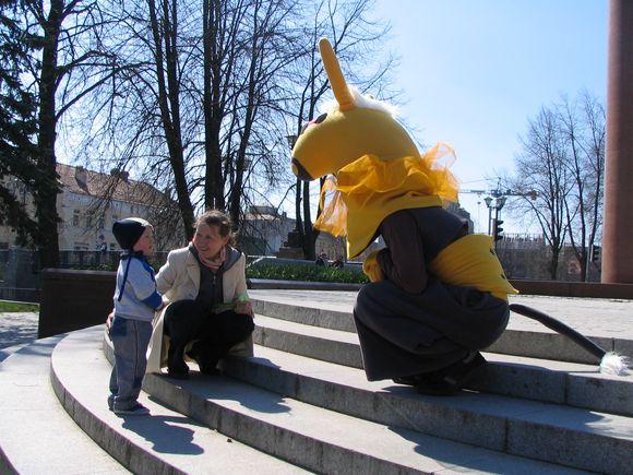 """Gegužės 1−3 d. Klaipėdos lėlių teatras mūsų mieste vėl sutiks geriausius Lietuvos lėlių teatrus ir svečių kolektyvus Tarptautiniame lėlių teatrų festivalyje """"Karakumų asilėlis"""", kuris uostamiestyje vyks jau penktąjį kartą."""