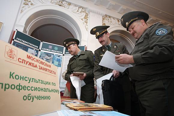 Po karinės reformos tūkstančiams Rusijos karininkų teks mokytis naujų profesijų.