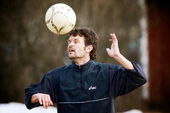 Stefan Holm tapo futbolininku