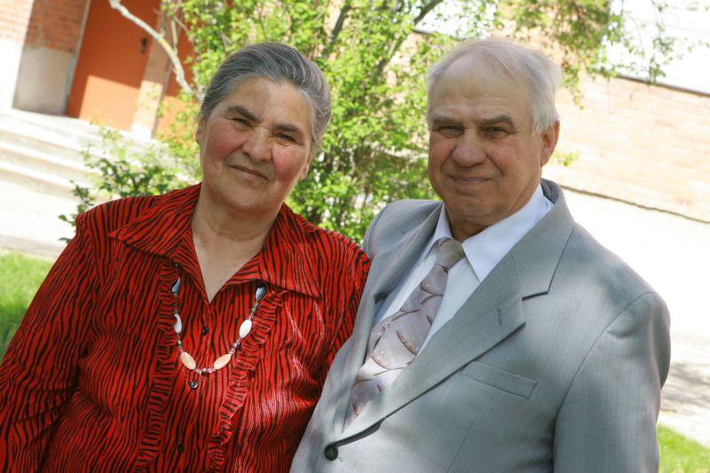 Taisija ir Anatolijus Aleksandrovai išaugino 9 vaikus. Už tai Motinos dienos proga moterį apdovanojo prezidentas V.Adamkus.