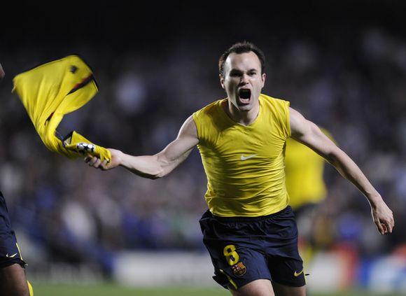 """A.Iniestos triumfas - po jo įvarčio rungtynių pabaigoje """"Barcelona"""" pateko į finalą."""