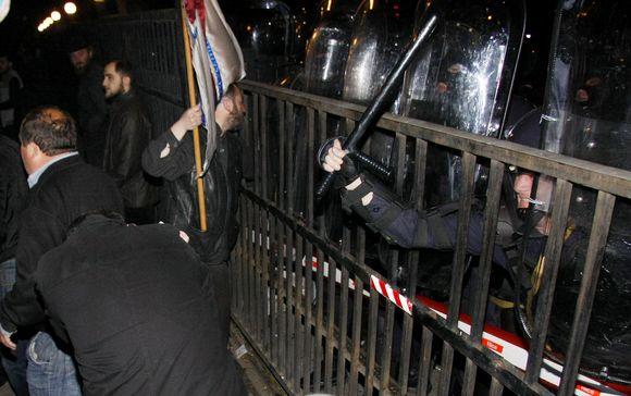 Gruzijos sostinėje policija susirėmė su protestuotojais.