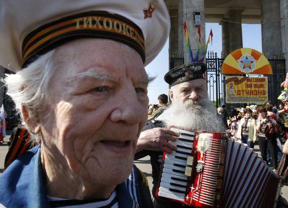 Karo veteranai šventę pažymėjo dainomis.