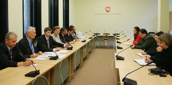 Kaune išrinkti Seimo nariai (kairėje) pripažino, jog, svarstant šių metų valstybės biudžetą, iškovoti paramą svarbiausiems Kauno projektams buvo itin sunku.