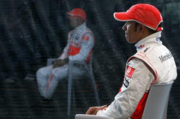 """L.Hamiltonui nepatinka politika ir ginčai """"Formulėje-1"""""""