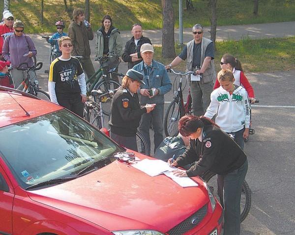 Ketvirtadienį Klaipėdoje buvo daug norinčiųjų užregistruoti dviračius policijoje ir pažymėti juos specialiai lipdukais.