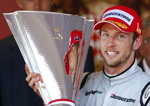 Jensonas Buttonas gali didžiuotis nugalėtojo taure.