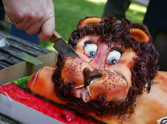 Pjaustomas tortas