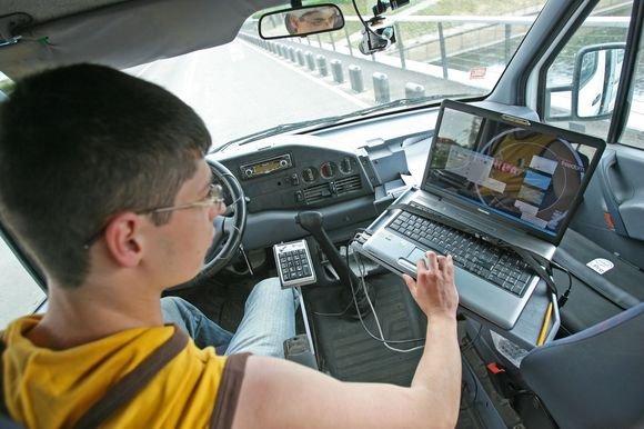 """Eriko Ovčarenkos/ dienraščio """"15 minučių"""" nuotr./Dalinį gatvių monitoringą atliekančios bendrovės paslaugas užsisakiusi savivaldybė tikisi duobių lopymui skirtus pinigus panaudoti kuo efektyviau."""