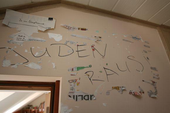 Tokį užrašą virš nuomojamo buto durų išvydo švedas E.Mejdonbas.
