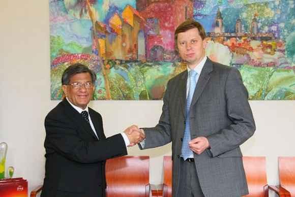 Indijos garbės konsulas ir Kauno miesto meras.