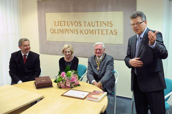 Lietuvos prezidentas Valdas Adamkus su žmona Alma lankėsi LTOK būstinėje