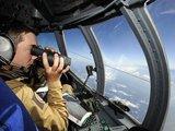 """""""Reuters""""/""""Scanpix"""" nuotr./Paieškos komanda ieško dingusio lėktuvo."""