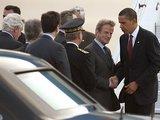 """""""Reuters""""/""""Scanpix"""" nuotr./Baracką Obamą oro uoste pasitiko Bernard'as Kouchneras"""