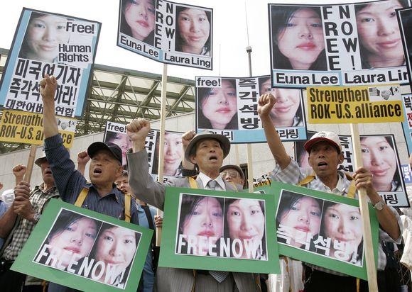 Žurnalisčių sulaikymas sukėlė protesto akcijas įvairiose šalyse.