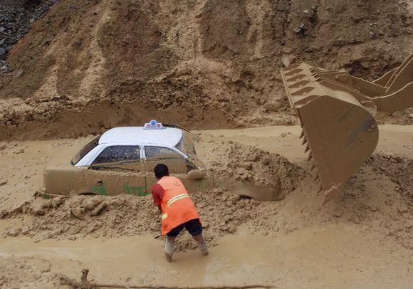 Kinija kenčia nuo stiprių liūčių.