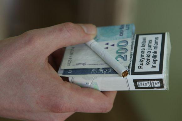 Konkurso nugalėtojui už atsisakytas cigaretes bus įteiktas 7000 eurų vertės čekis prabangioms atostogoms.