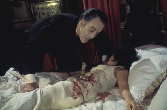 "Aktorius Christopheris Lee ir Anoushka Hempel filme ""Drakula"" (1970)"