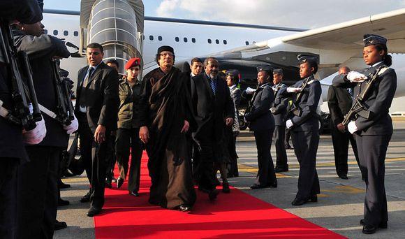 M.Khadafi mėgsta prabangą ir moteris apsaugininkes