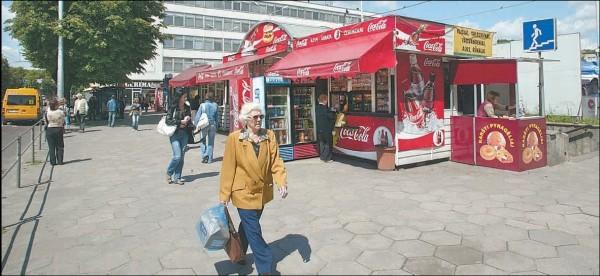 Nuo liepos 1-osios visi Kauno kioskai bus pažymėti specialiu numeriu, o jų neturintieji bus išgabenti į saugojimo aikštelę.