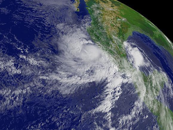 Uraganas Andres siautėja prie vakarinių Meksikos krantų.