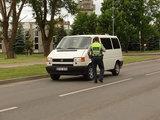 Vilkmerge.lt nuotr./Policija stabdė automobilius ir vairuotojus perspėjo būti atsargius