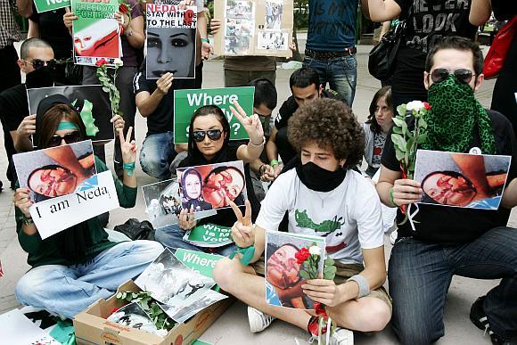 Protestai dėl rinkimų rezultatų Irane tęsiasi visame pasaulyje. Šioje nuotraukoje užfiksuota protesto akcija Ankaroje, Turkijoje.