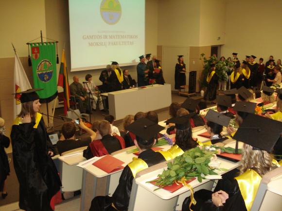 Klaipėdos universitete baigėsi diplomų teikimai.