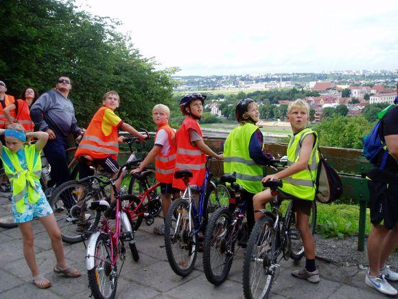 Pažintiniame žygyje dalyvauja įvairaus amžiaus dviratininkai: nuo vaikų iki senelių.
