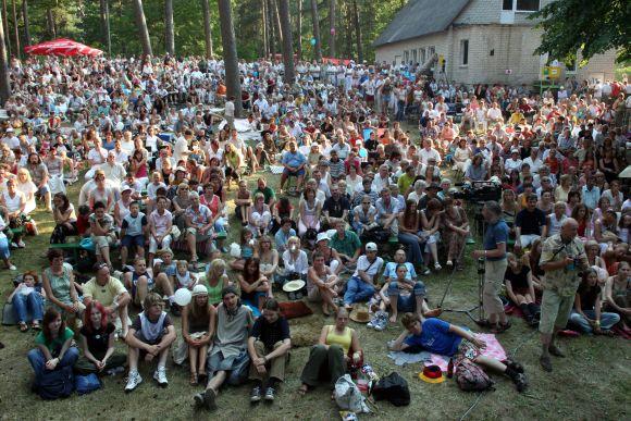 Kulautuvos Pušų amfiteatre įsikuriantis festivalis sutraukia minias dainuojamosios poezijos mylėtojų.