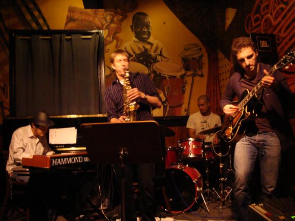 """Palangoje poilsiautojai turės progos susipažinti su tarptautiniu džiazo projektu """"Bertiga Organ Trio""""."""