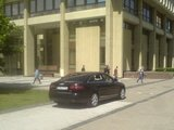 """Aurimo Š./15min.lt skaitytojo nuotr./""""Audi"""" stovėjimu ant šaligatvio Policijos departamentas nurodė pasidomėti Vilniaus apskrities komisariatui."""