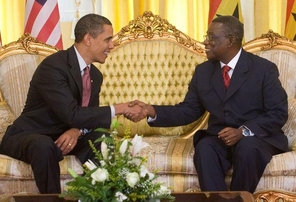 JAV prezidentas Barackas Obama ir Ganos prezidentas Johnas Atta-Millsas