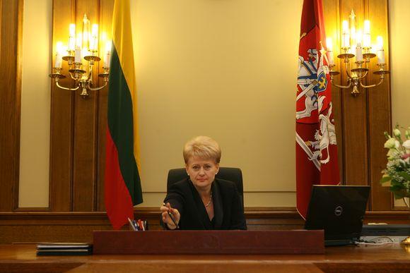 Dalia Grybauskaitė savo kabinete.