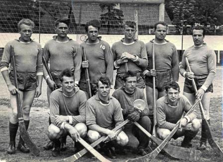 Ritinis - senas lietuvių sportinis žaidimas, kurio tradicijos atgimsta.