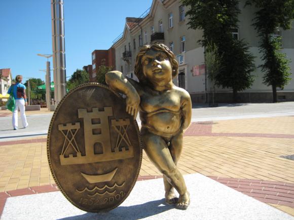 Prieš pusantros savaitės nugriauta berniuko skulptūra į M.Mažvydo alėją grįš šį trečiadienį.