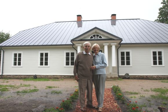Restauruotas Pavirvyčio dvaras ir jame gyvenantys Sofija ir Valdemaras Michalauskai.