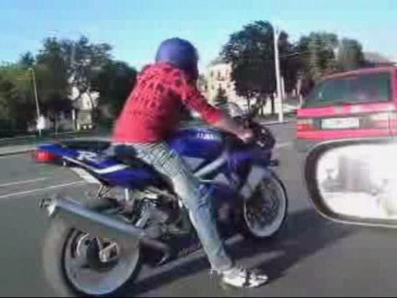 Pusantro šimto arklio galių variklį turintį sportišką motociklą vairavęs vyras nustebino vilniečius kultūringumu.